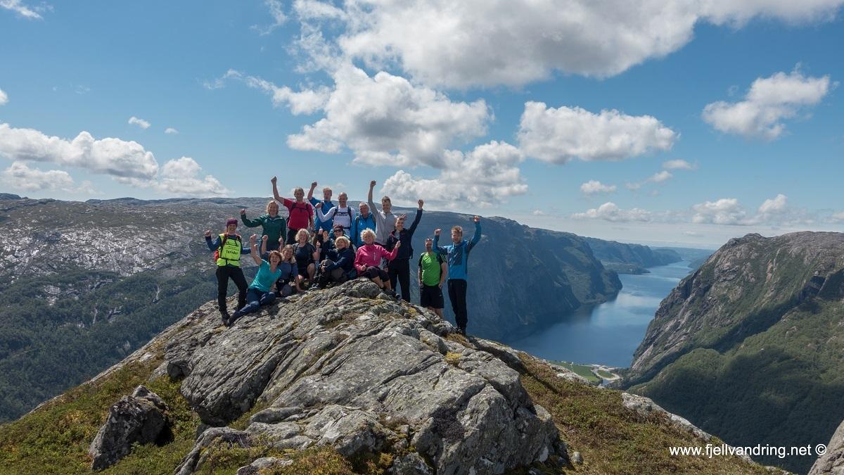 galleri-eikeknuten_fottur_fjell-vandringas1