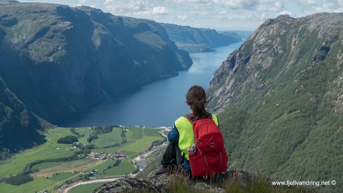 galleri-eikeknuten_fottur_fjell-vandringas7