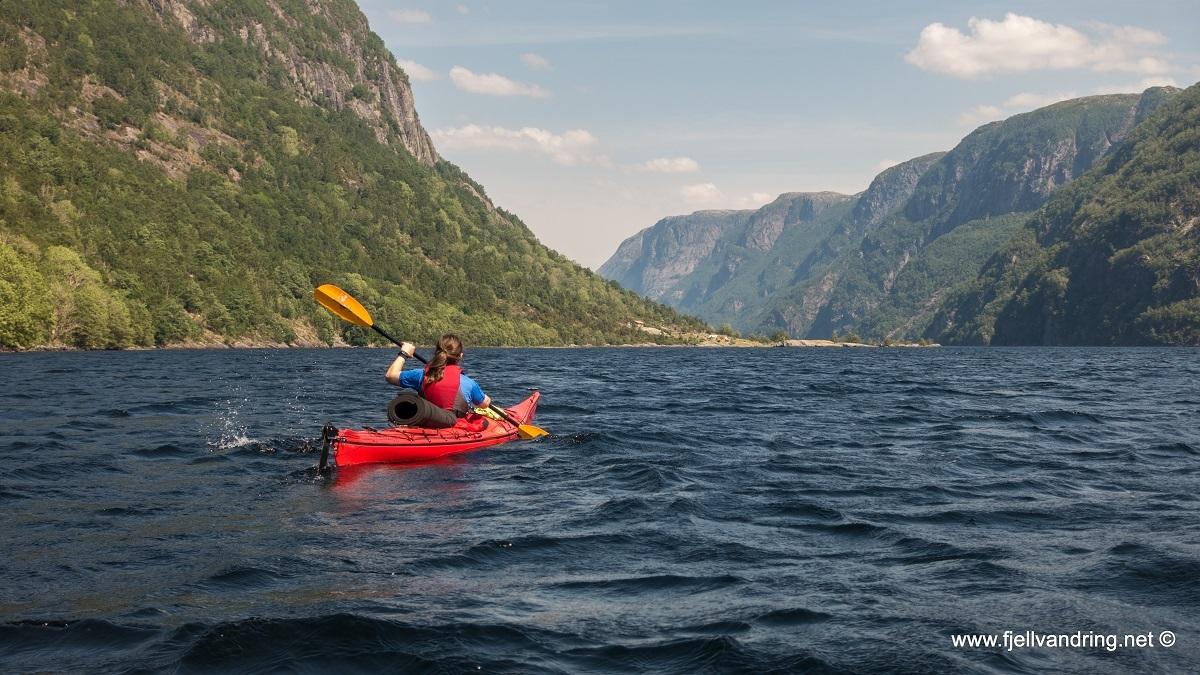 galleri-trodla-tysdal_padletur_fjell-vandringas2_rev01