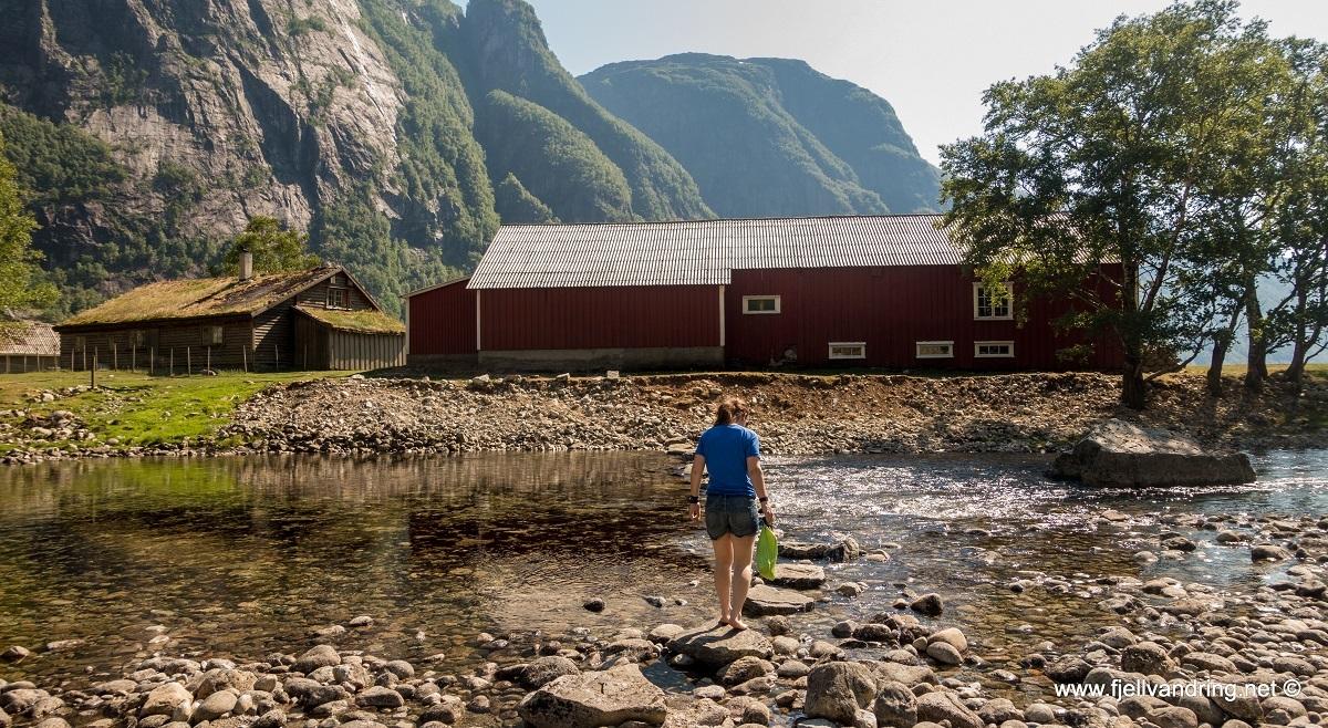 galleri-trodla-tysdal_padletur_fjell-vandringas3