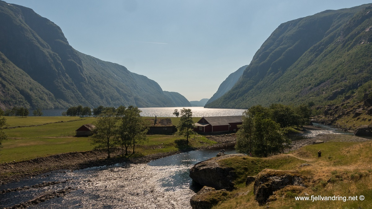 galleri-trodla-tysdal_padletur_fjell-vandringas5