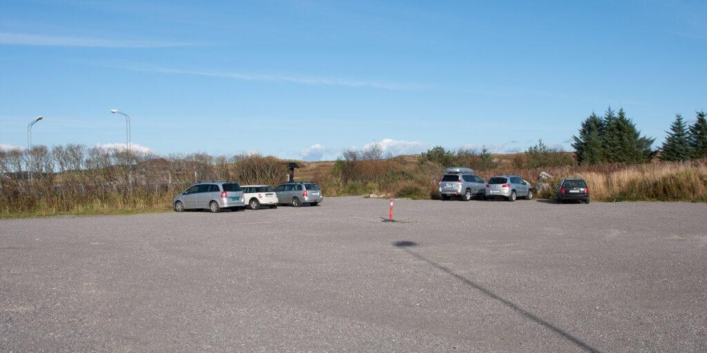 Synesvarden og Steinkjerringa - Parkering ved Holmavatnet ungdoms- og misjonssenter