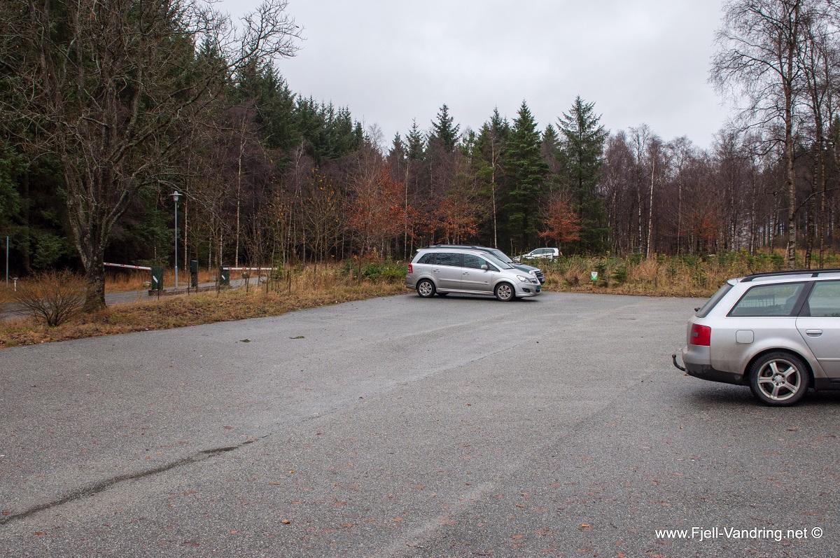 Njåskogen - Stor og romslig parkeringsplass