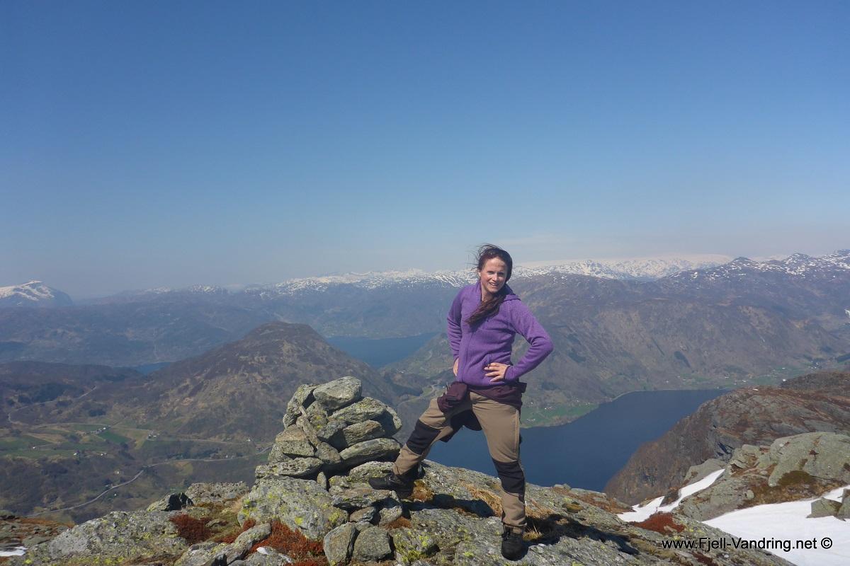 Flokatveitnuten 901 moh - Topptur fra Løkjelsvatnhytta i Etnefjellene