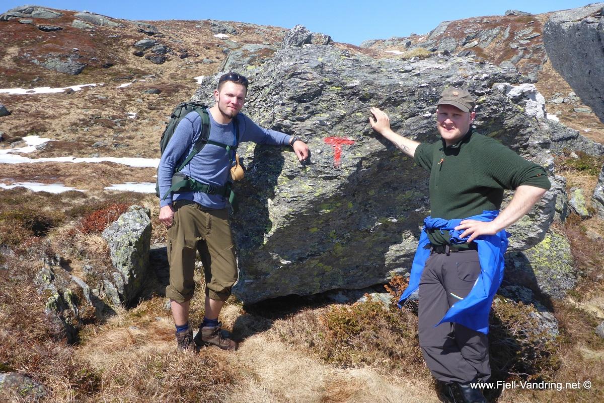 Flokatveitnuten - Bjørnar og Kjell Arild på vei opp til toppen