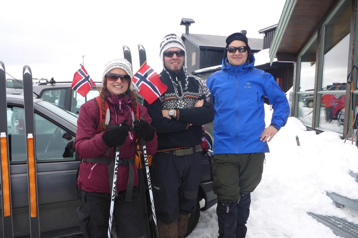Galdhøpiggen - Silje, Bjørnar og Kjell Arild på skitur