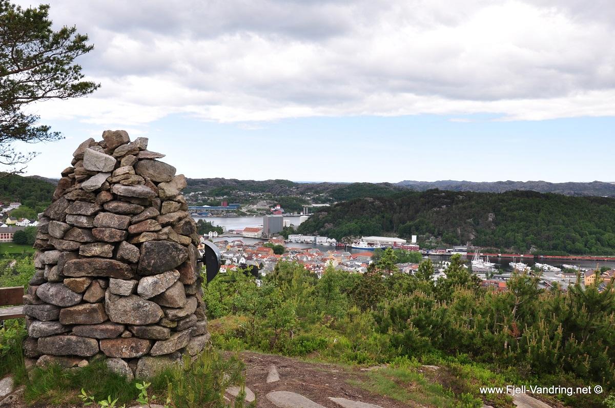 Ravnafjellet og Årstadfjefjellet - Nydelig utsikt fra Årstadfjellet