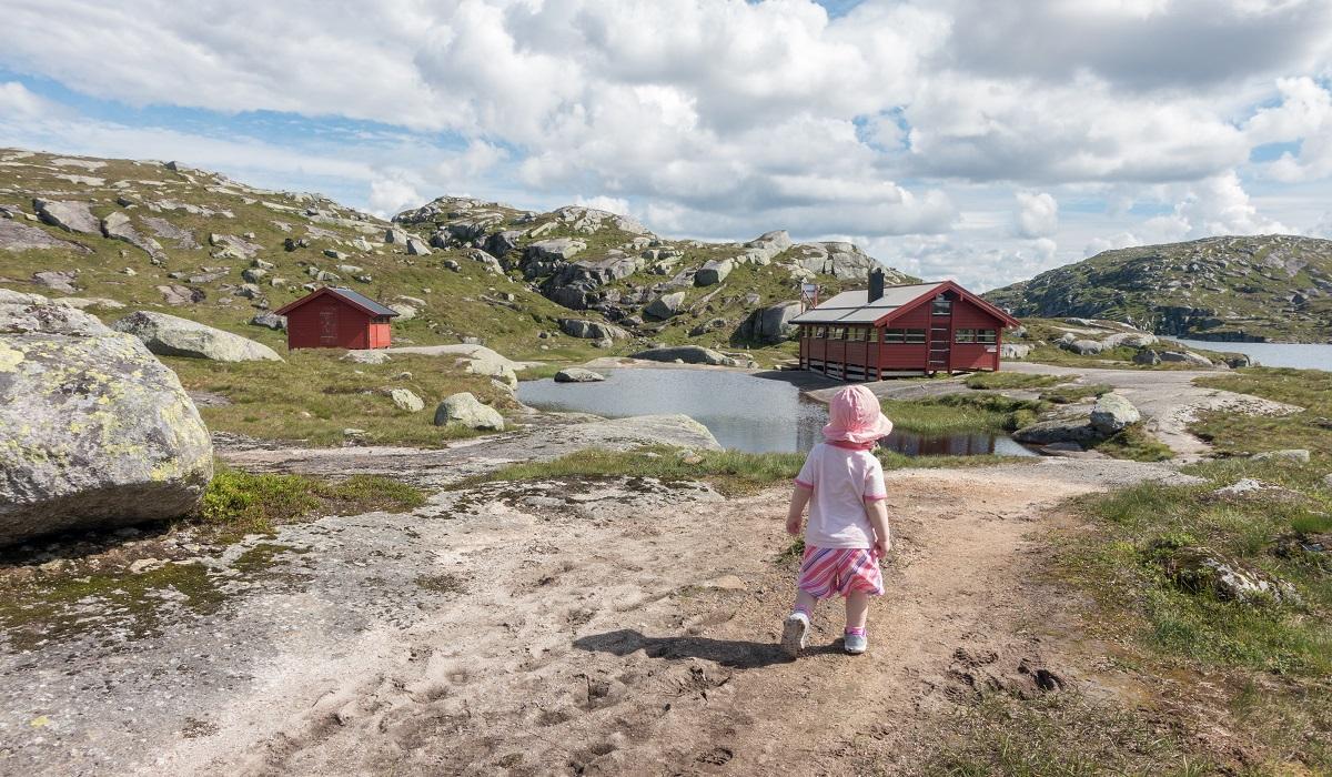 Børsteinen Turisthytte - Fottur fra Lysebotnvegen