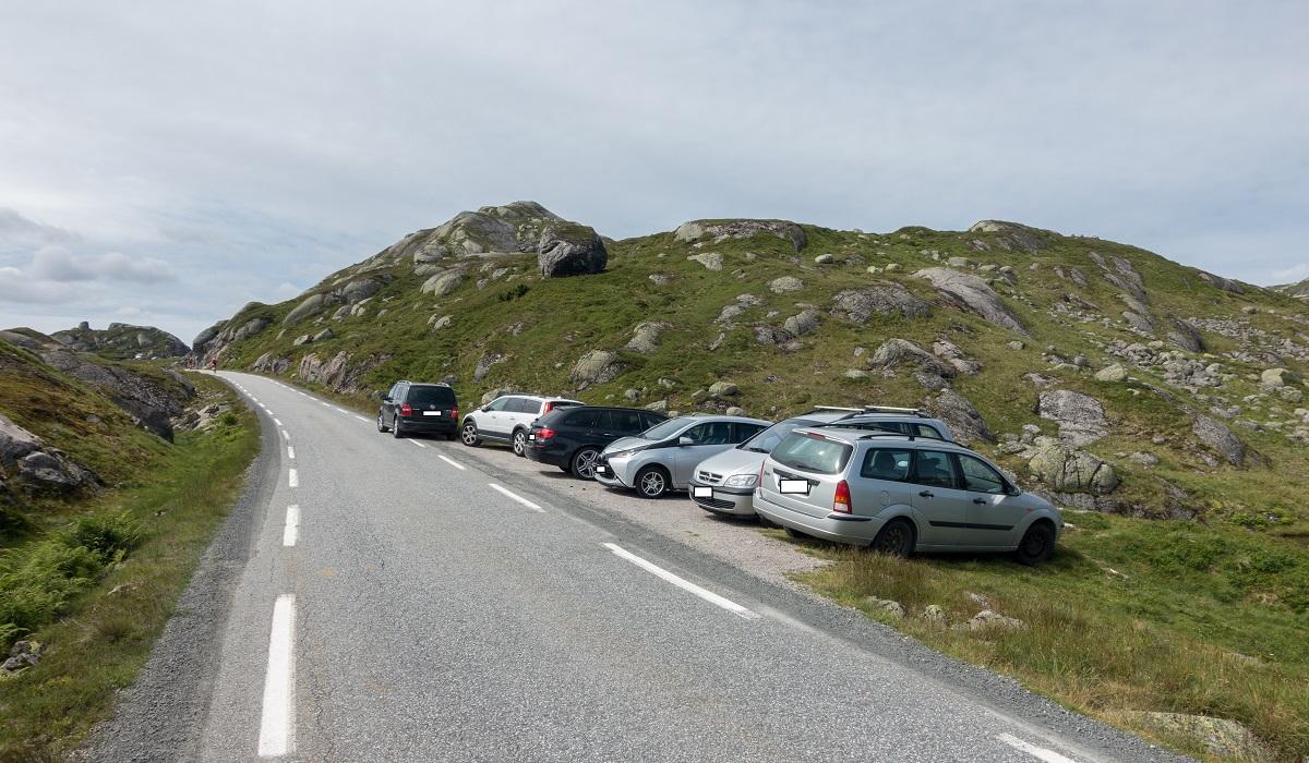 Børsteinen - Parkering langs Lysebotnvegen