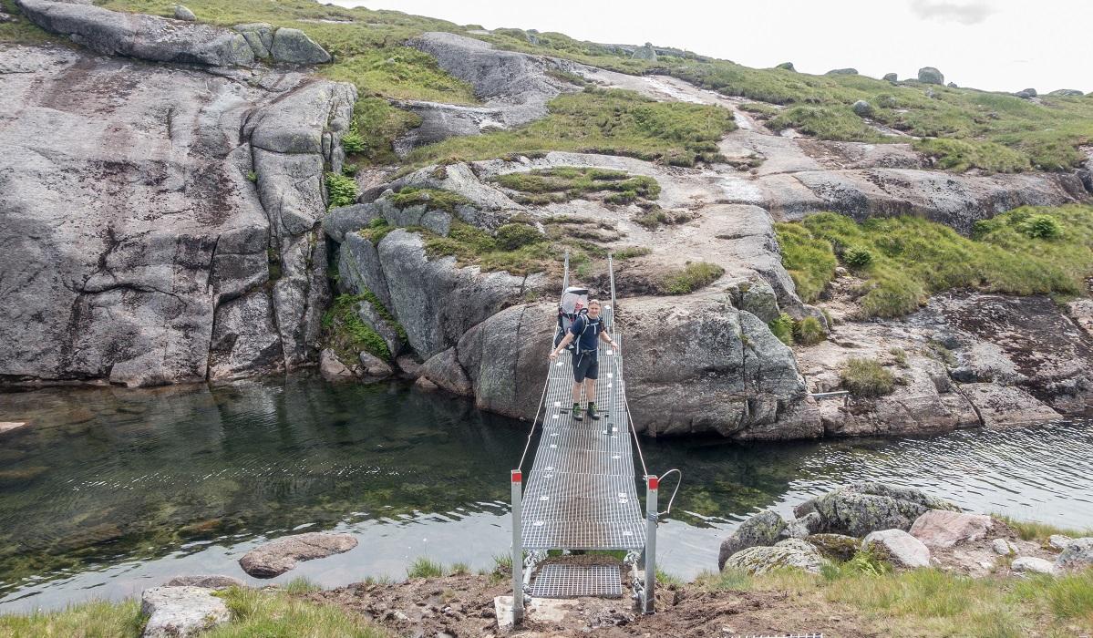 Børsteinen - Hengebru tas inn i vinterhalvåret