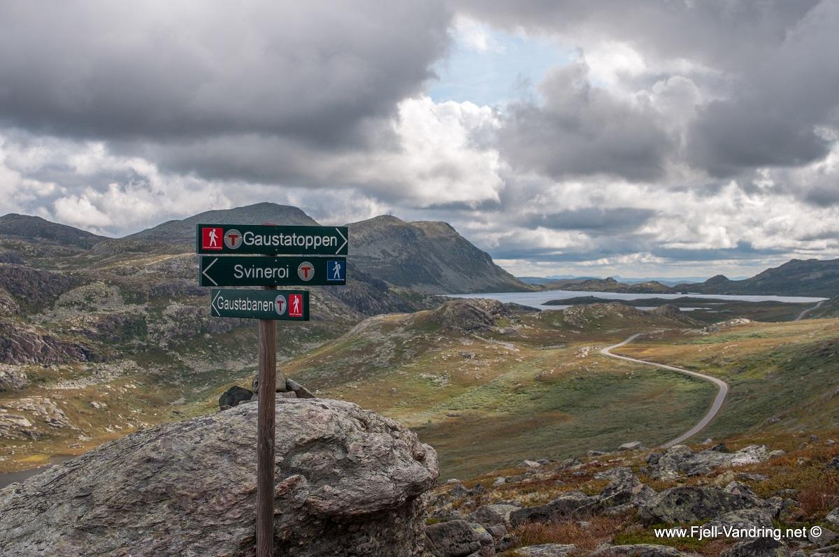 Gaustatoppen - På veg ned går jeg til Svineroi