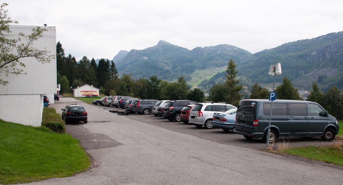 Grønhaug og Solliknuden - Parkering ved Lundheim Folkehøgskole