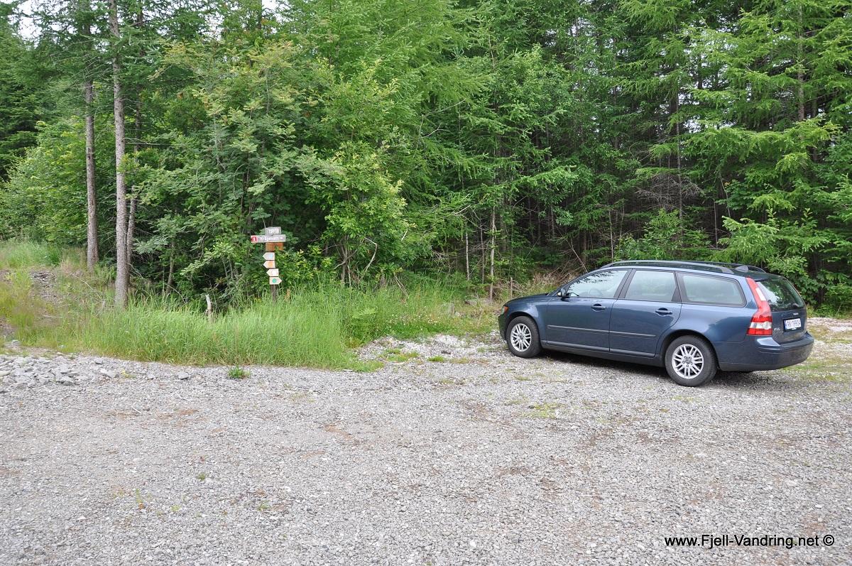 "Hetlandskogen - Parkering på ""øverste"" parkeringsplass like ved Hetlandsvatnet."
