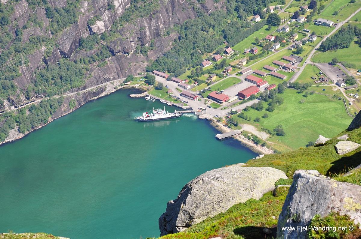 Kjerag & Kjeragbolten - Rå utsikt ned mot Lysebotn