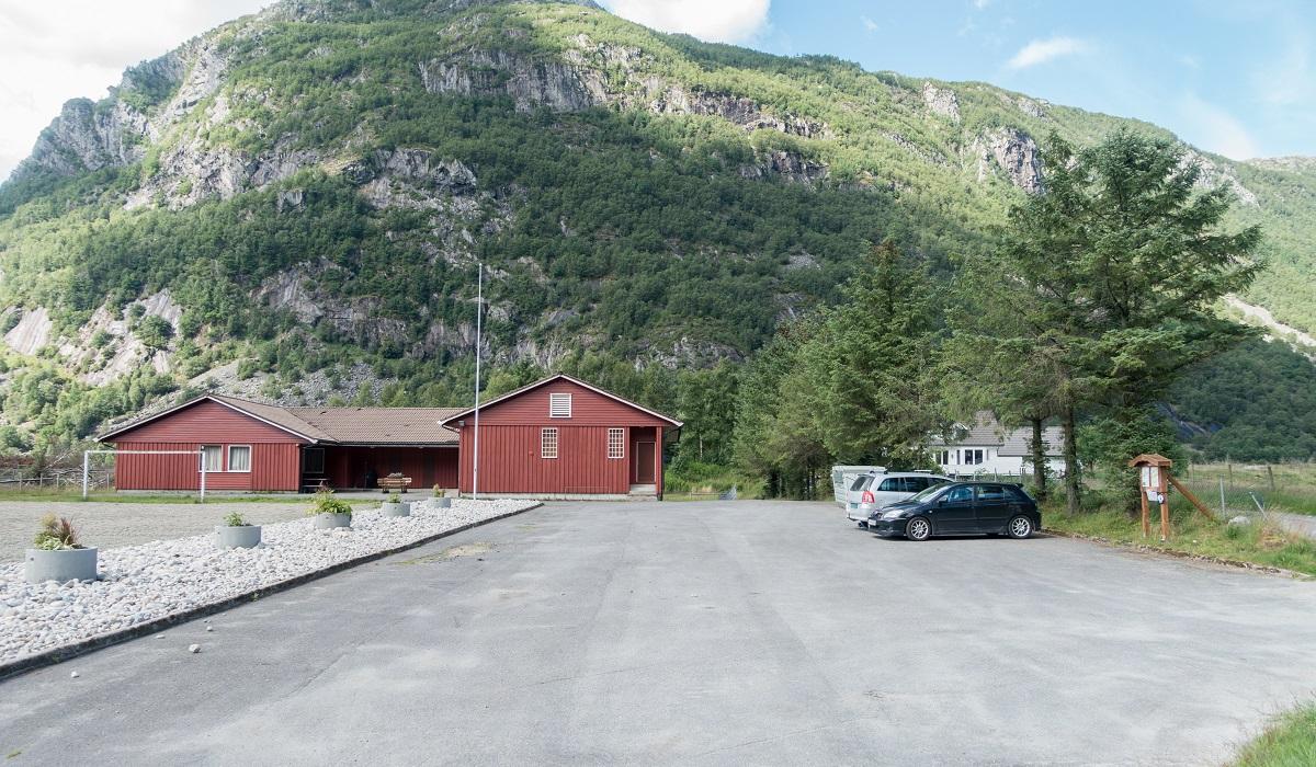 Mjåvassknuten - Parkering med Grendahus i Ørsdalen