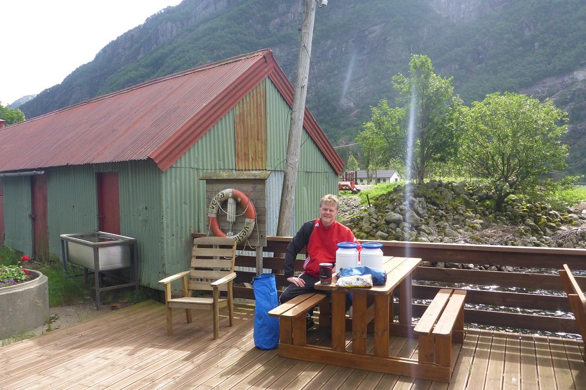 Ørsdalsvatnet - Vi tar en velfortjent pause på brygga i Ørsdalen