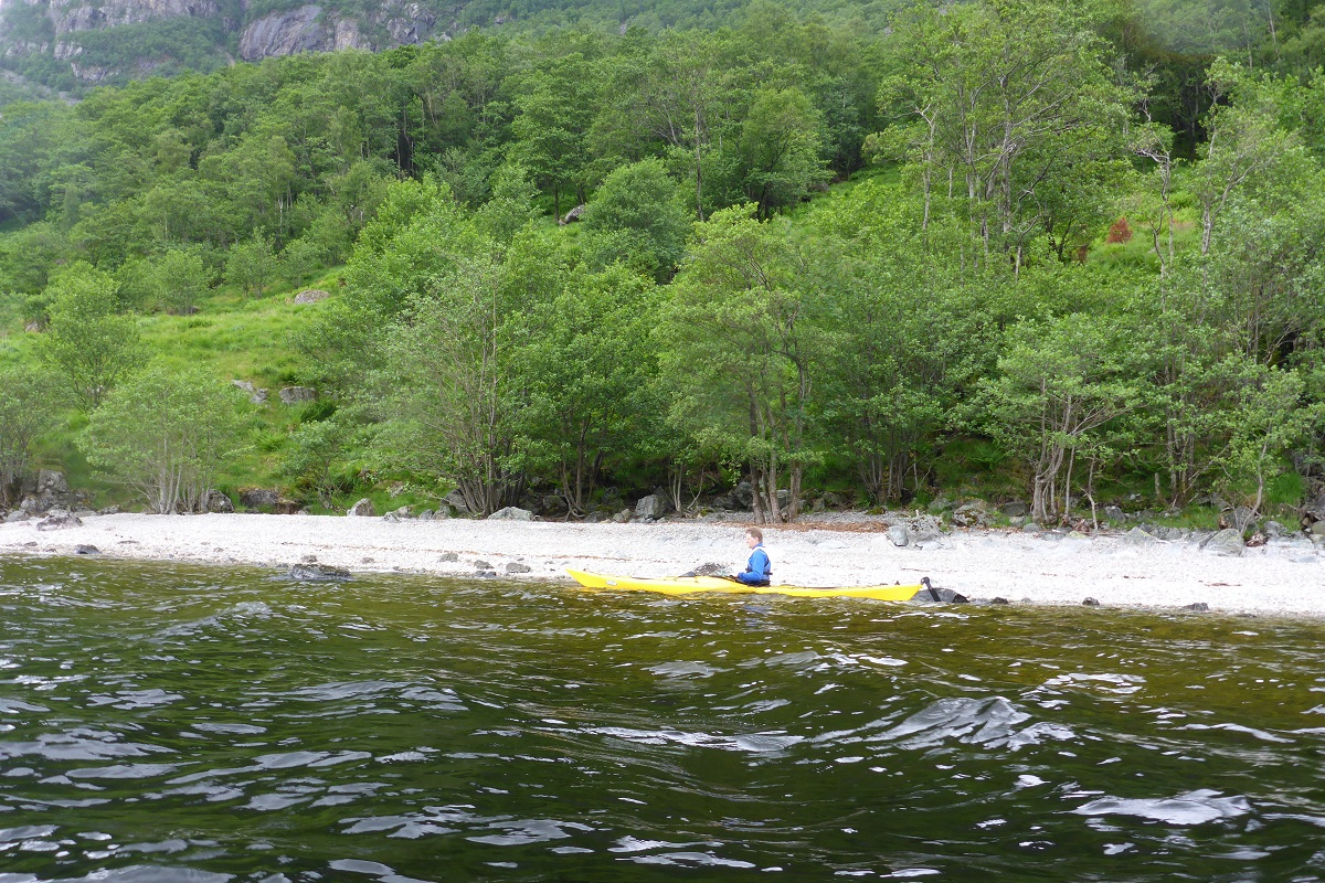 Ørsdalsvatnet - Vi passerer ved Kalveskog