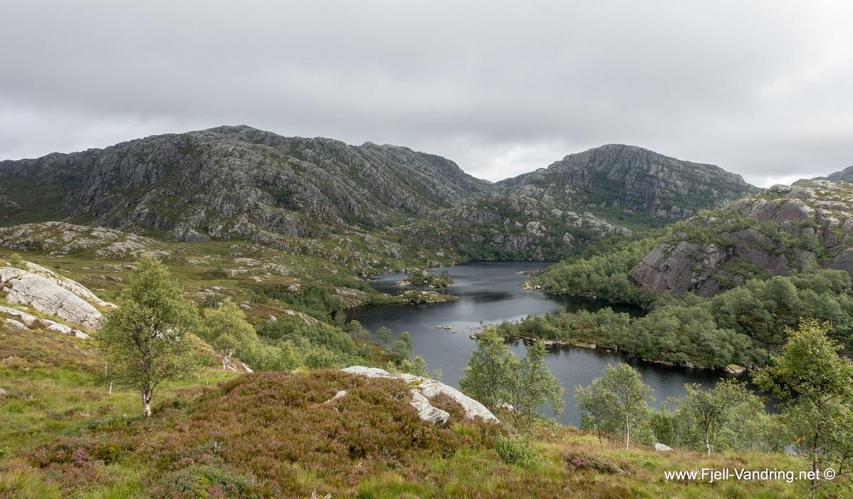 Rambjørheia - Vi passerer Lindevatnet
