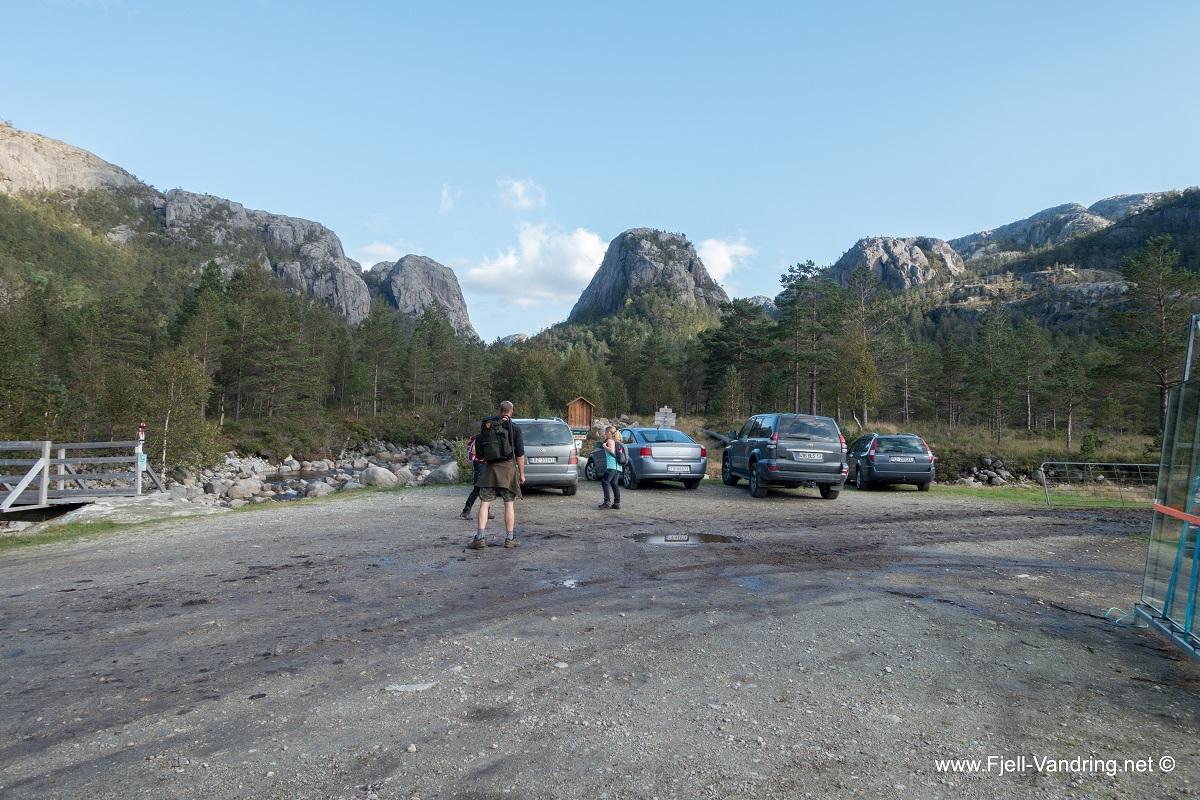 Skåpet turisthytte - Parkering i Vinddalen