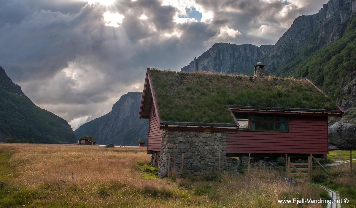 Viglesdalen Turisthytte - På driftevei inn i fjellheimen