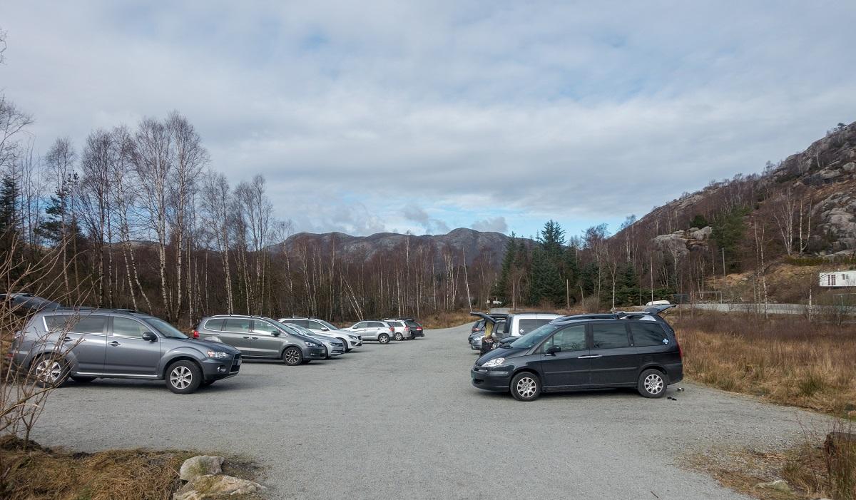 Alsvik Natursenter - Parkering på opparbeidet p-plass på Alsvik