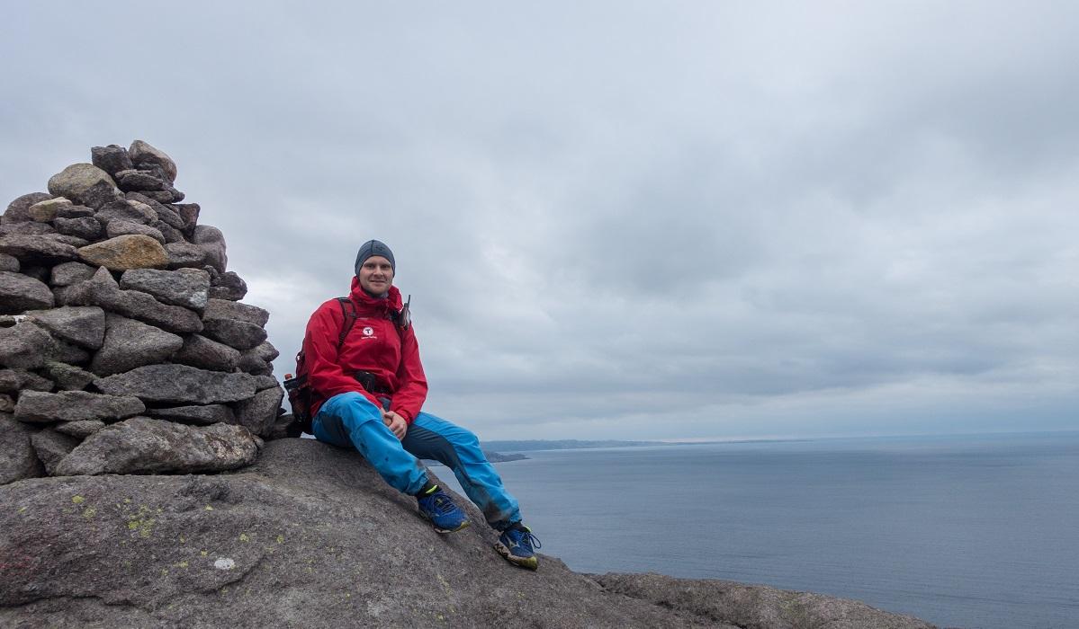 Brufjellhålene - Kjell Arild på toppen av Brufjellet