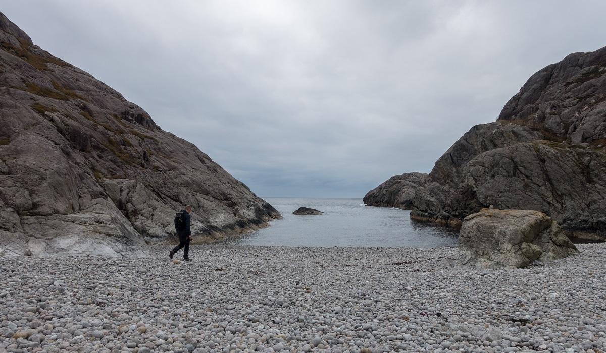Brufjellhålene - Nede ved kysten