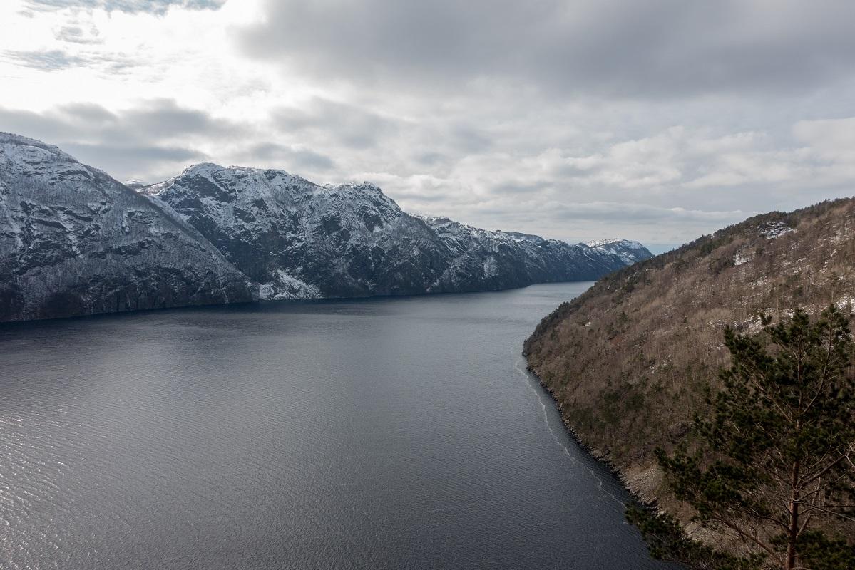 Brunes - Utsikt utover Ørsdalsvatnet