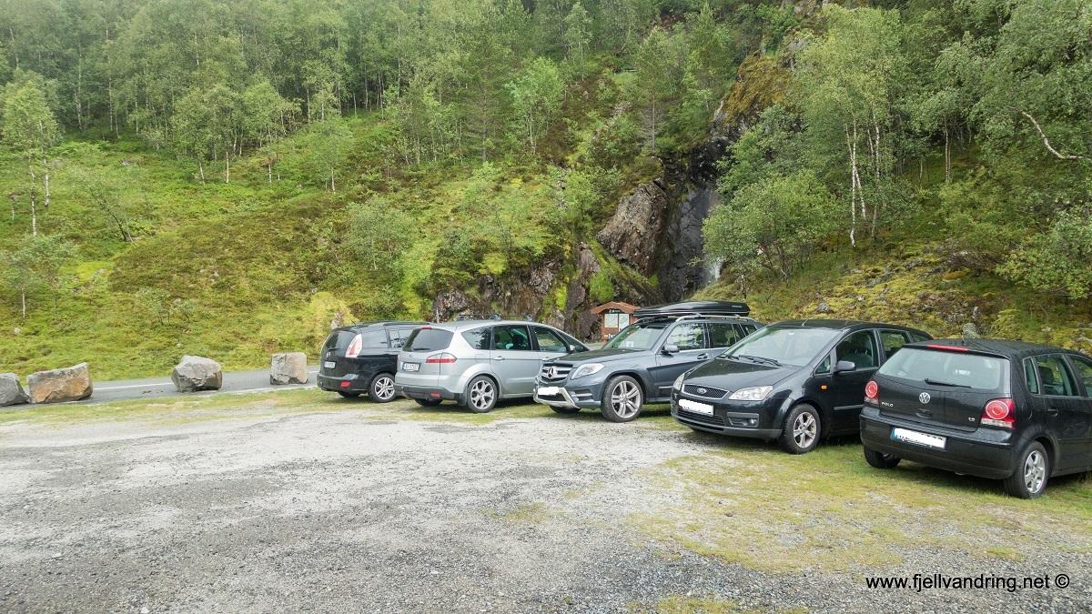 Eikeknuten - Parkering på opparbeidet parkeringsplass ved Eikebrekka i Bjerkreim kommune.