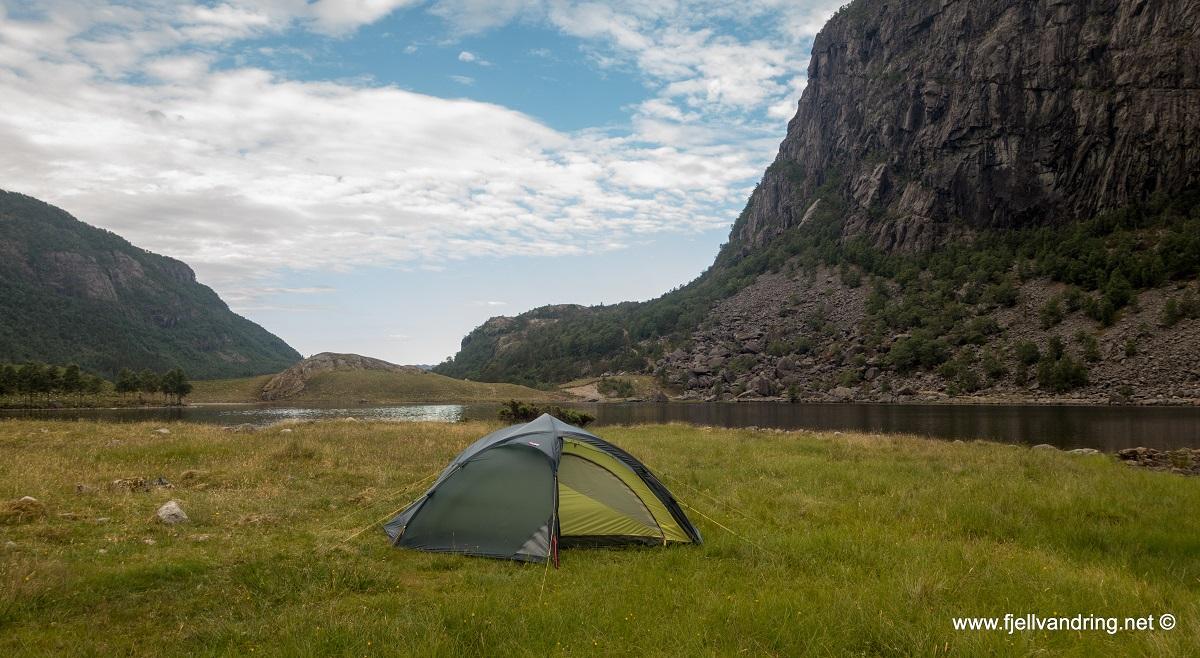 Fossbrekka & Lanes - Teltet er satt opp