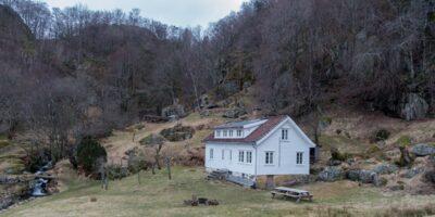 Gården Li - Rundtur til turisthytta fra Fidsel