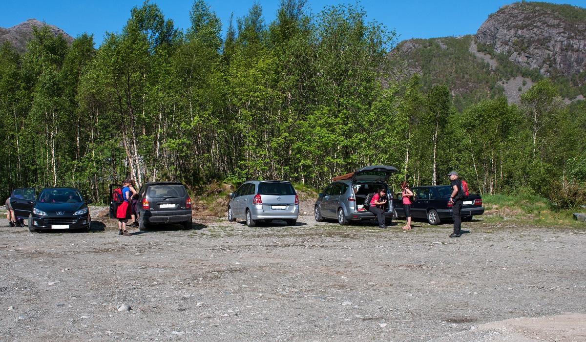 Gloppedalsurå - Parkering ved Veen Gardscamping.