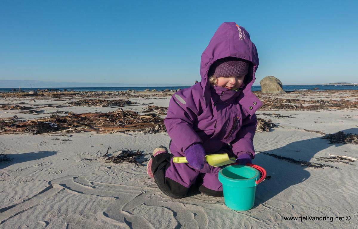Håtangen - Lek i stor sandkasse