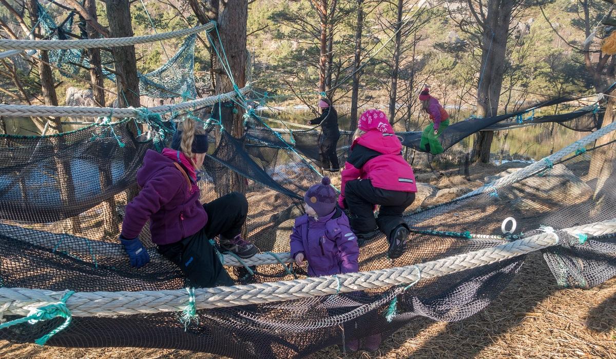 Klypetjørna - Lek i klatrenettet