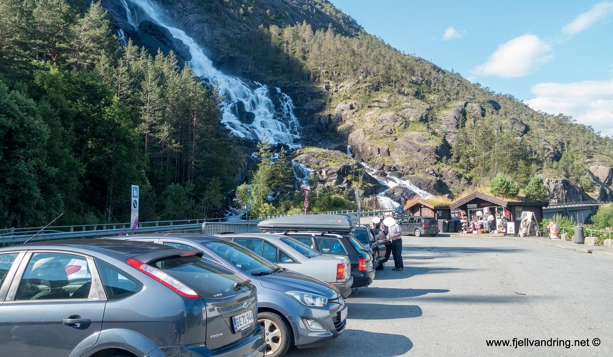 Langfoss - Parkering lang bilvei (tilrettelagt veilomme) E134 langs Åkrafjorden i Etne kommune.