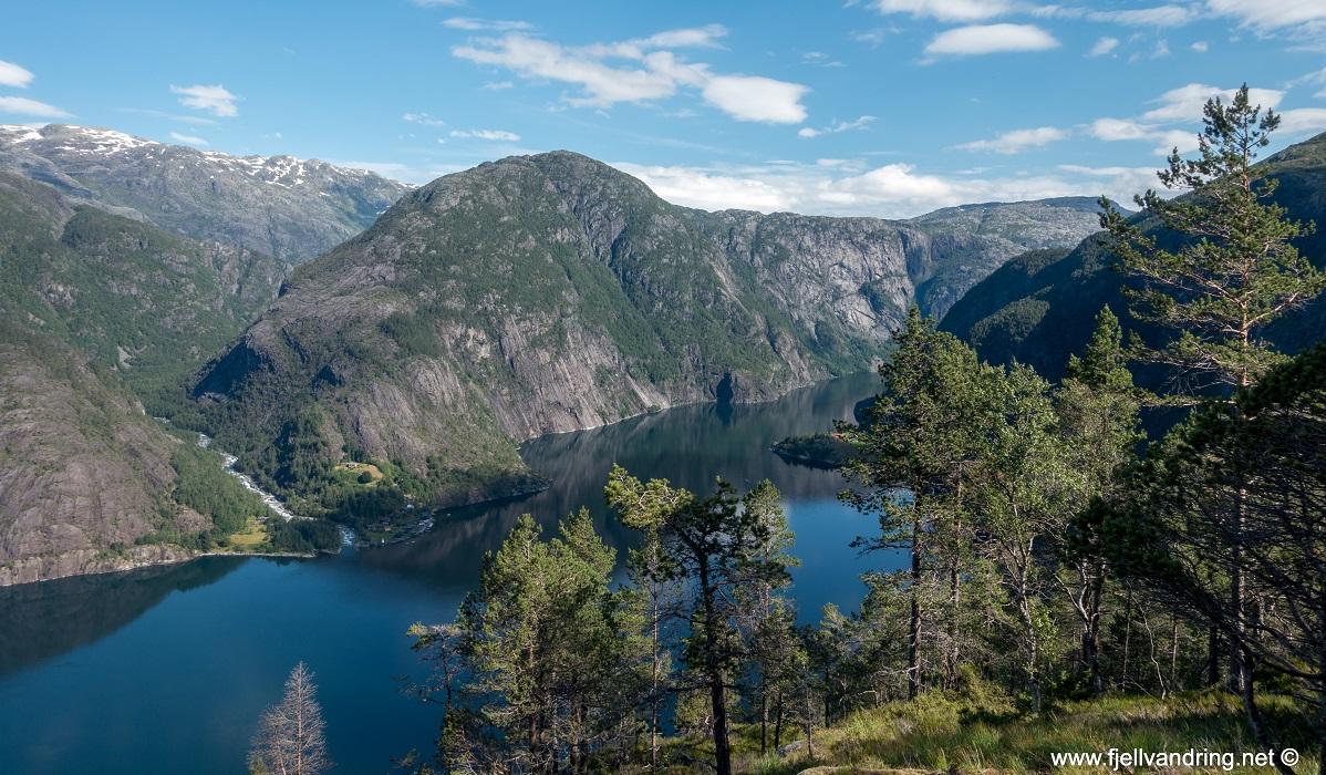 Langfoss - Fin utsikt utover Åkrafjorden