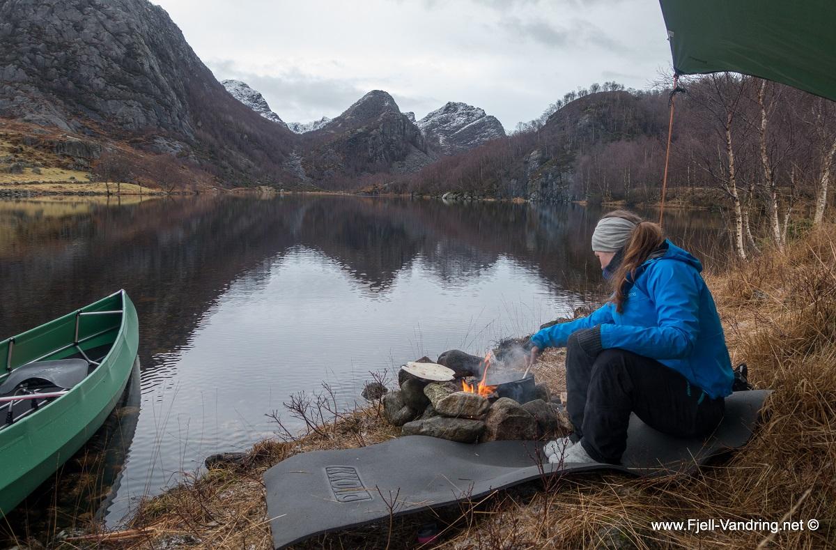 Mjåvatn - Bålkos langs vatnet