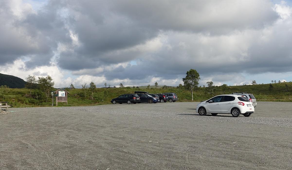 Olalia Fjellstove - Parkering på stor grusplass på Oppheim