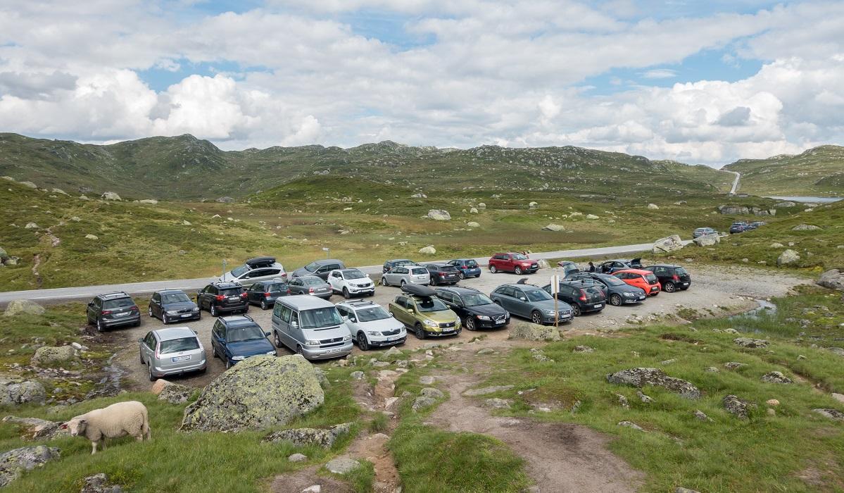 Øyuvsbu turisthytte - Øyuvsbu – Parkering langs Fv337 på opparbeidet parkeringsplass.