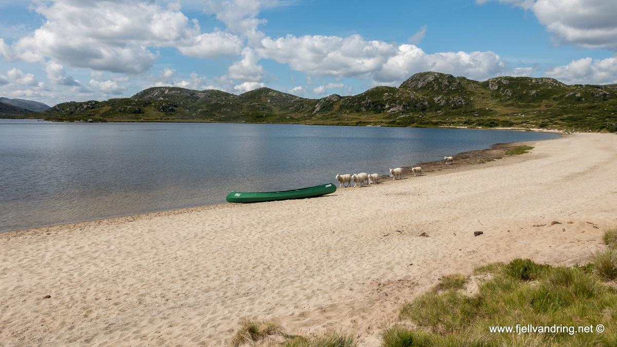 Rågeloni - Kanotur via Øyarvatn til den hvite sandstranda
