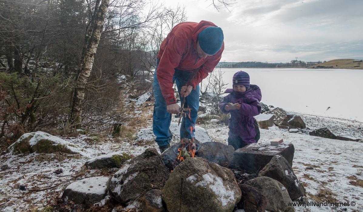 Sælandsskogen og Taksdalsvatnet - Vi koser oss med bål