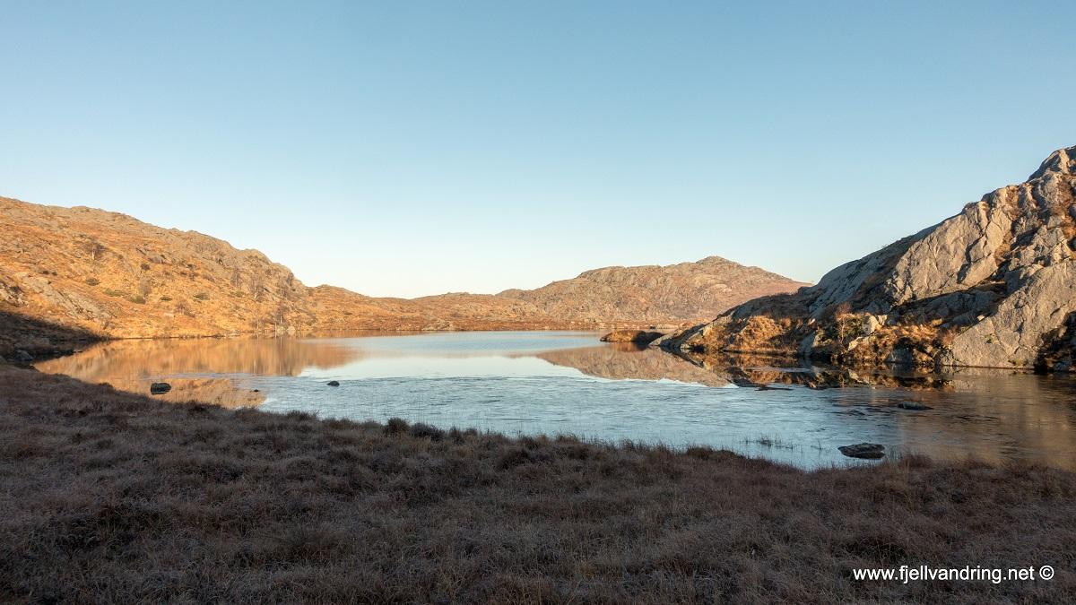 Sikvalandskula, Edlandskula og Skårlandskula - Flere små vann og tjern passeres