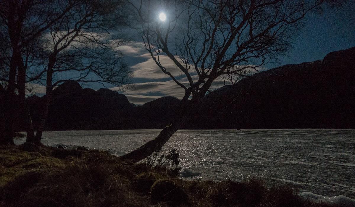 Slettabø - Fullmåne og kaldt ute