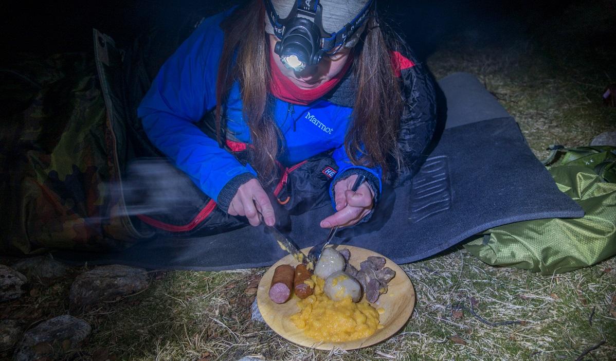 Slettabø - Ei kald natt må møtes med varm mat
