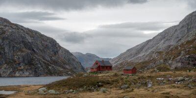 Stakken Turisthytte - Fottur fra Nes via Viglesdalen