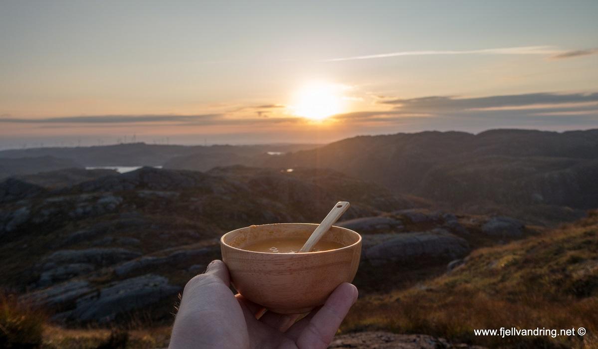 Støybingsvarden - Middagen spiser vi til solnedgangen