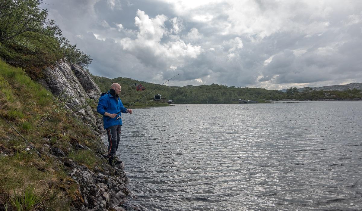 Taumevatn turisthytte - Vi prøver fiskelykken