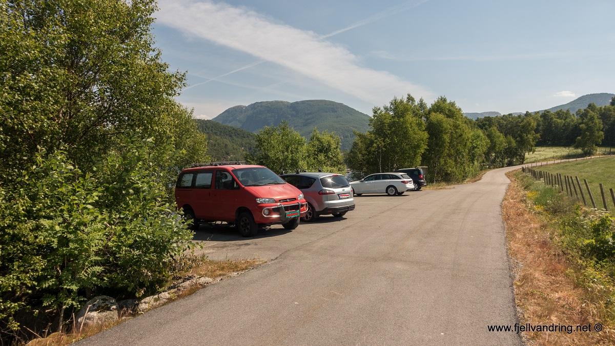 Trodla-Tysdal - Parkering ved bryggeanlegg i Årdal, Hjelmeland kommune i Ryfylke