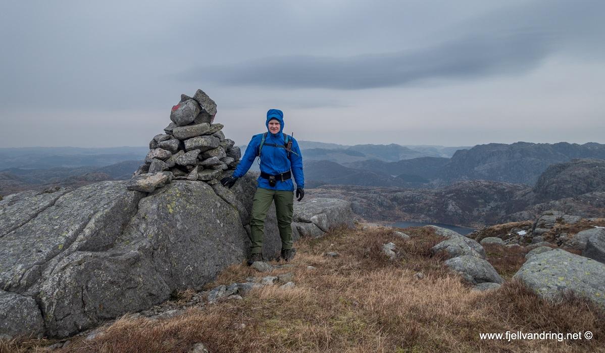 Trollarinda - Kjell Arild på toppen av Mjelkeknuten