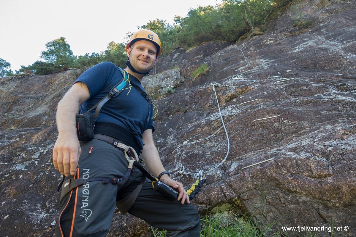 Via Ferrata Månafossen - Kjell Arild er klar for en klatretur